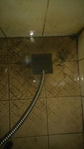 pipa tersumbat floor drain kamar mandi